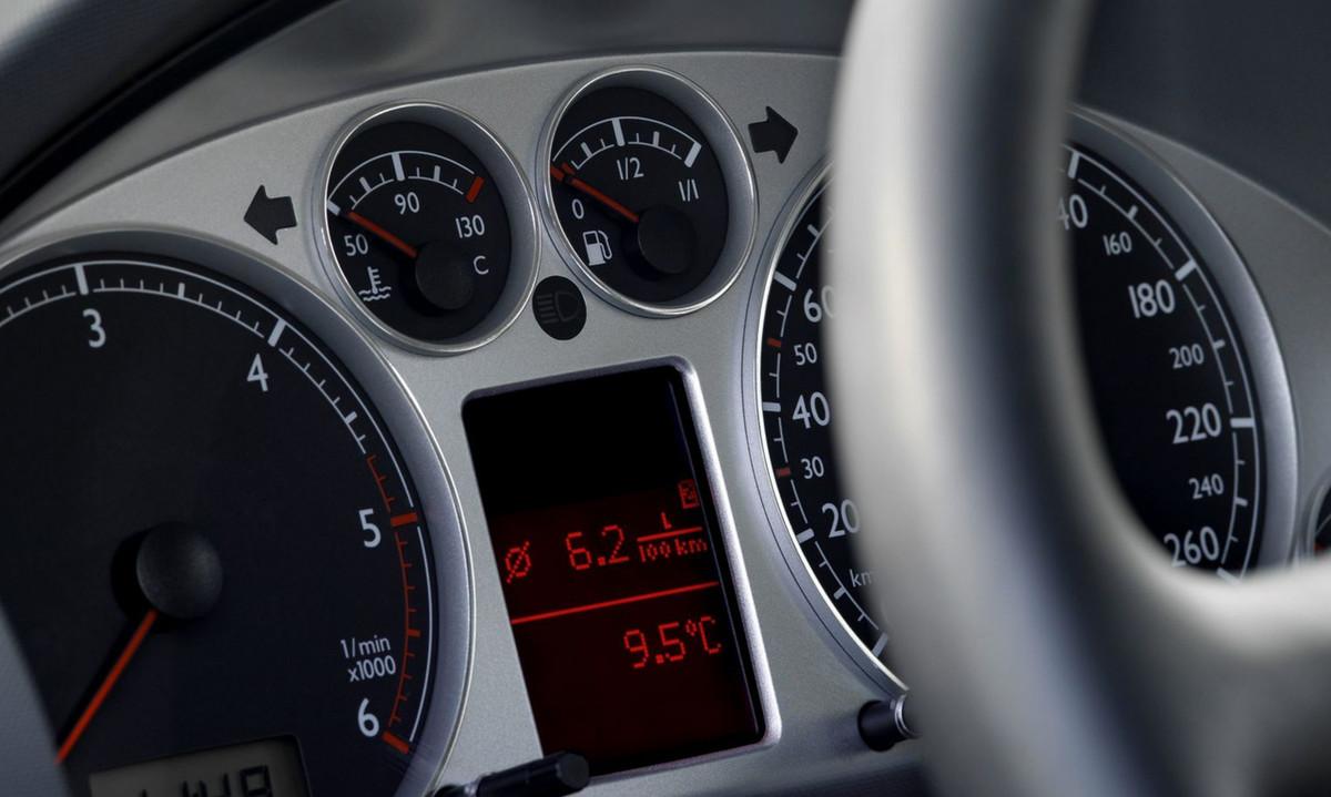 Probleme Dysfonctionnement Tableau De Bord Audi A4 1 8t Essence